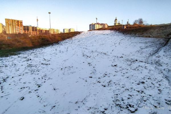 У Тернополі розпочали засніжувати сноутюбову трасу