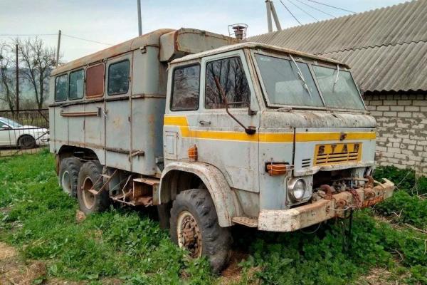 Житель Гусятинщини знайшов мертвого сина у закинутій вантажівці