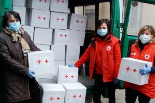Сім'ям з Тернопільщини передали благодійну допомогу від Червоного Хреста