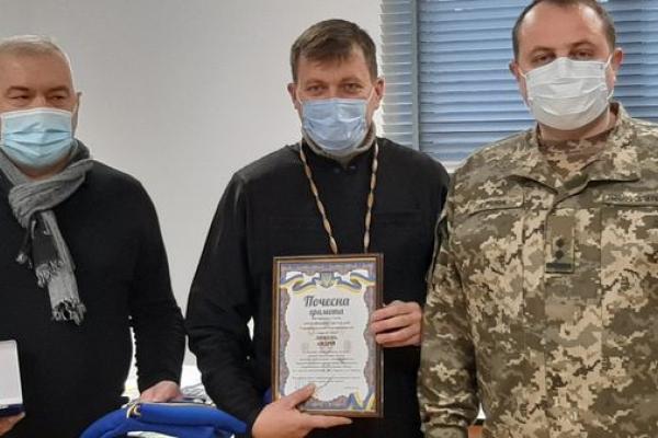 Підприємець Анатолій Ковбасюк та священник Андрій Любунь з Тернопільщини отримали відзнаки оперативного командування «Захід»