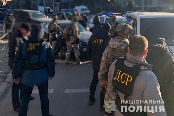 «Нападали та відбирали гроші у людей»: у Тернополі затримали небезпечних злочинців
