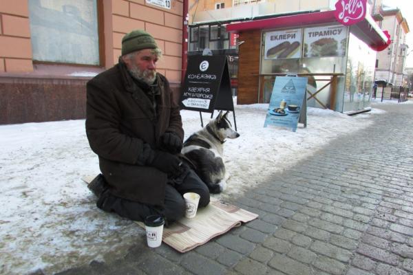 Тернополян просять допомогти не замерзнути взимку безхатькам