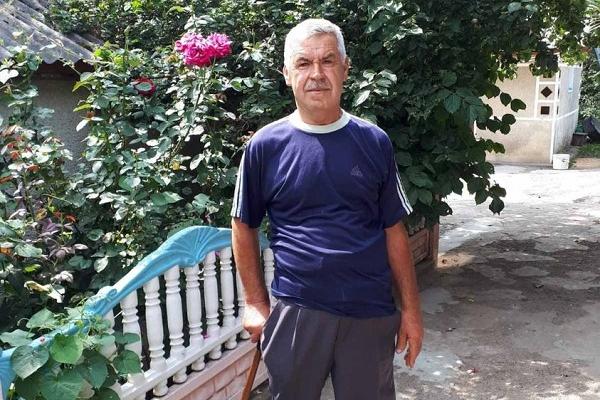 Мешканець Тернопільщини з непростою долею, який має інвалідність, допомагає іншим
