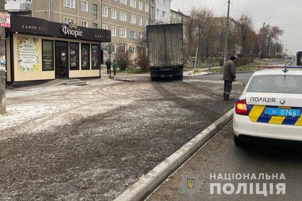 Вантажівка збила 69-річну мешканку Тернопільщини: жінку госпіталізували