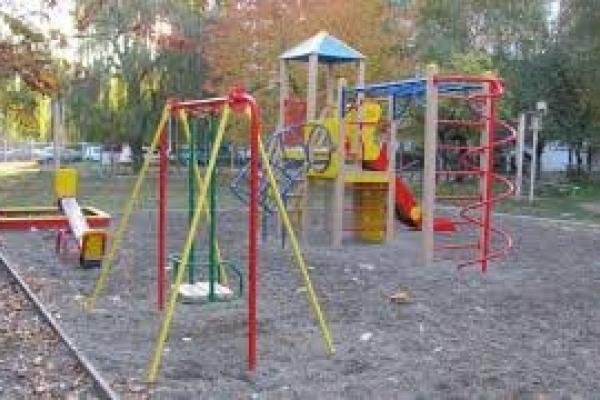 Закупили майже за пів мільйона гривень: на Тернопільщині перевіряють безпечність дитячих майданчиків