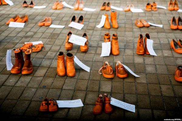 600 пар взуття у центрі Тернополі: Активісти висловили підтримку на знак солідарності із жертвами домашнього насильства