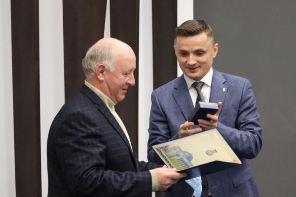 За заслуги перед Українським народом: під час сесії Тернопільської обласної ради вручили державні нагороди