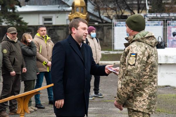 «За службу Україні»: у Тернополі нагородили військовослужбовців
