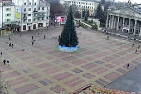 У Тернополі завершують прикрашати головну ялинку міста