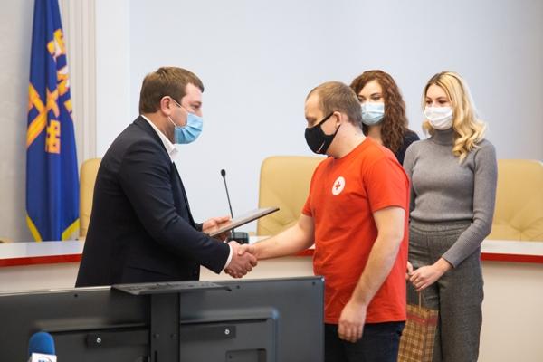 «За службу Україні»: у Тернополі нагородили волонтерів напередодні свята