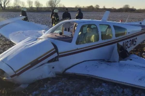 На Київщині впав літак, є постраждалі: перші деталі та фото