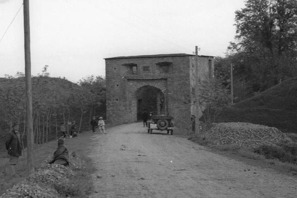 Фортеця Святої Трійці на ретро фото