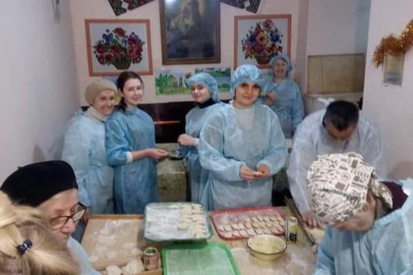 Тернопільські волонтери готують вареники і смаколики бійцям на схід до Дня Миколая