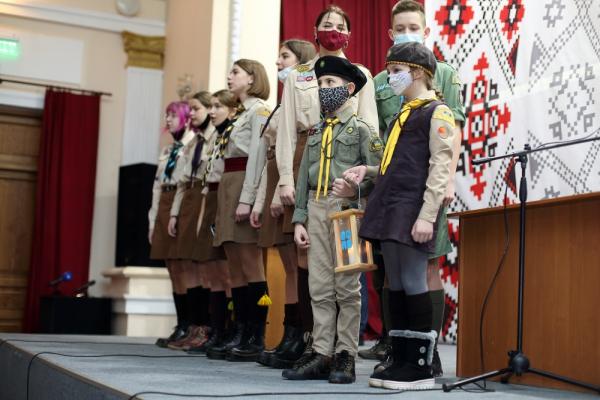 Тернопільській громаді передали Вифлеємський Вогонь миру.