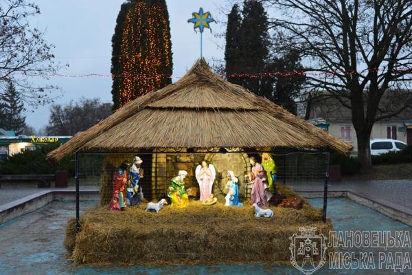 В одному із міст Тернопільщини освятили різдвяну шопку