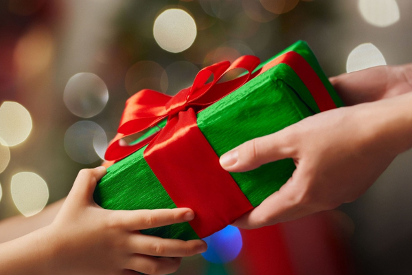 Володимир Труш передав подарунки наймолодшим підопічним Благодійного Фонду «Карітас»