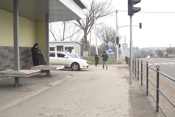 Майже два місяці у селі на Тернопільщині не зупиняються автобуси
