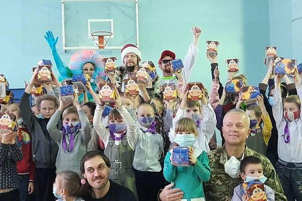 Святкове диво: «АТБ» допомагає тисячам українських родин потішити дитину в день Святого Миколая