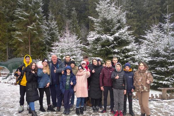 Діти учасників АТО/ ООС вирушила на зимовий відпочинок у Карпати