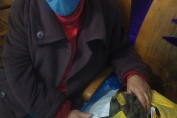 Вигнав з дому син: на залізничному вокзалі Тернополя живе пенсіонерка