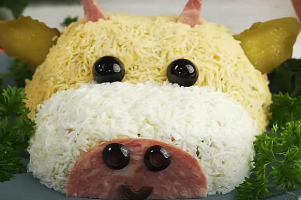 Обов'язкова закуска на Новий рік 2021: святковий салат у вигляді бика