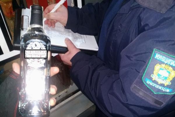 У Тернополі продавали алкоголь у заборонений час: продавця оштрафували
