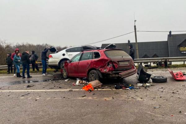 У Тернополі шукають свідків аварії, у результаті якої зіткнулися три автомобілі (Фото)
