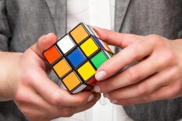 У Бучачі провели змагання зі швидкого складання Кубик Рубіка