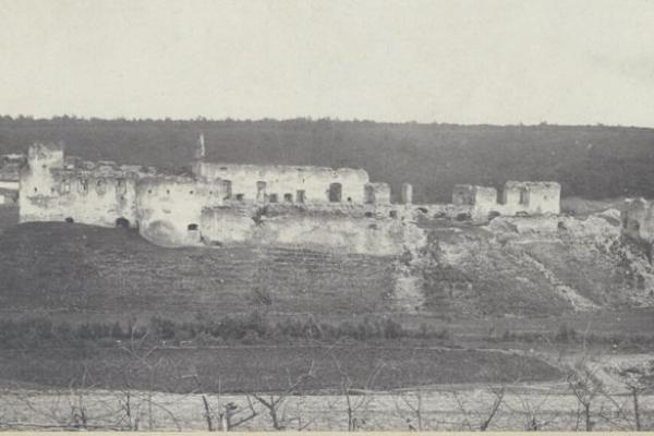 Сидорівський замок на фото століття тому