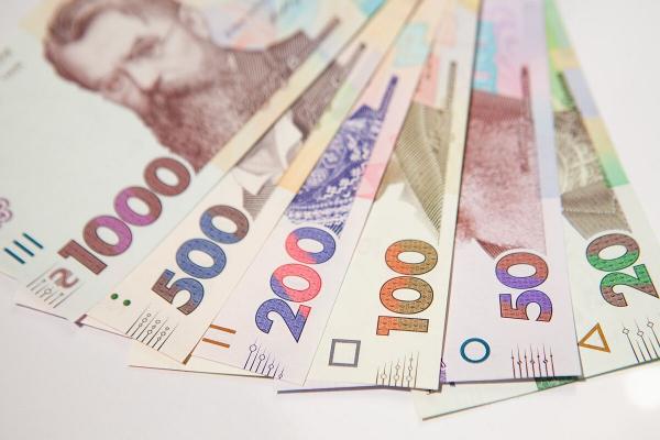 Близько 12 тисяч осіб отримали по 8000 гривень