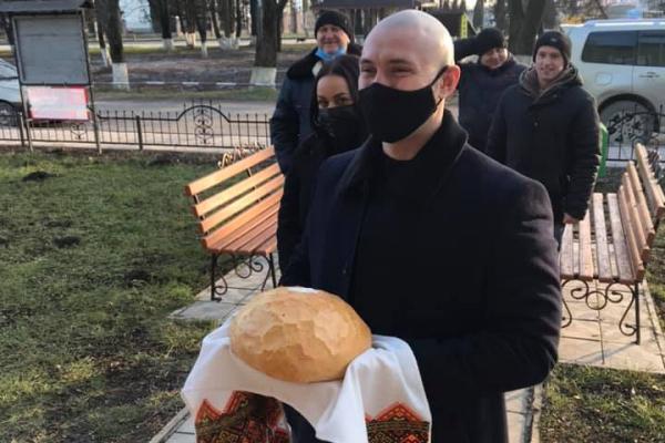 На Тернопільщині урочисто зустріли нацгвардійця Віталія Марківа