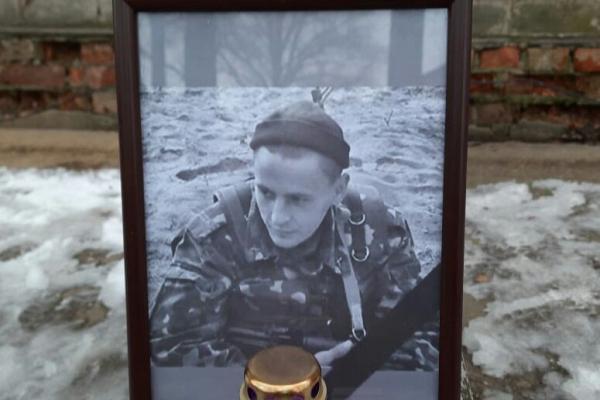 Військові 44 артбригади вшанували пам'ять побратима Андрія Петрушенка