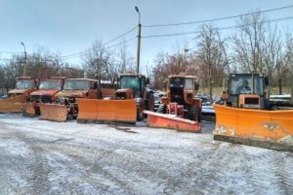 Дороги та тротуари Тернополя очищали близько 20-ти одиниць спецтехніки