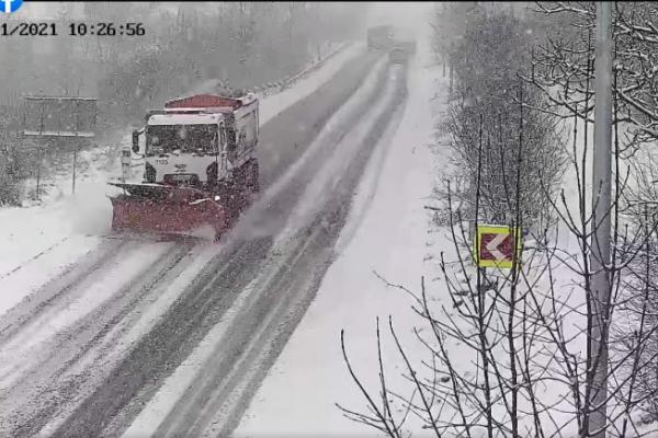 На Тернопільщині люди перекрили дорогу: не пускають навіть снігоприбиральну техніку