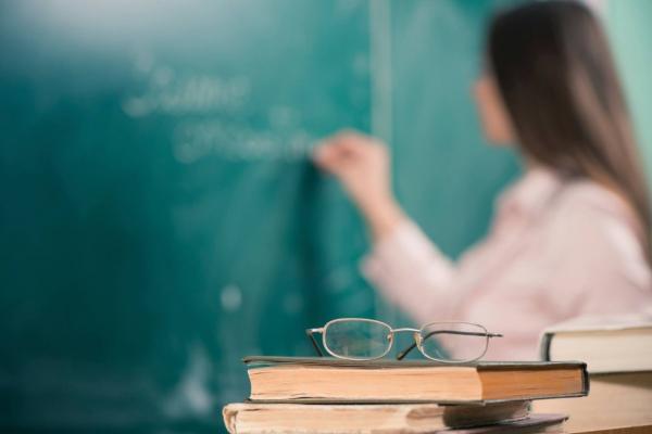 Вчителям піднімуть зарплати майже на 20% вже у січні