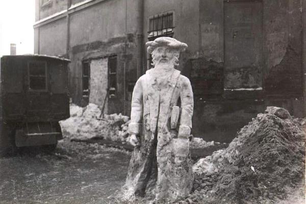 Фото снігових скульптур солдат у Бережанах ХХ століття з'явилися у соцмережах