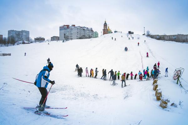 Сани, лижі, сноутюби: Тернополяни святкують зиму у Савич-Парку