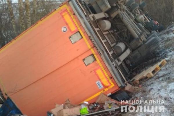 ДТП у Тернополі: не розминулася вантажівка та легковий автомобіль