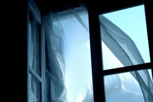 У Тернополі із вікна випав 66-річний чоловік