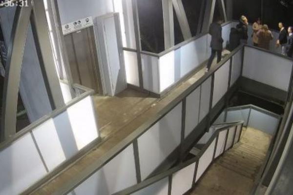 Відповідатимуть за хуліганство: у Тернополі підлітки «розважалися» на надземному мості