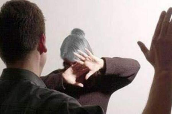 На Тернопільщині 32-річний чоловік систематично знущався на матір'ю