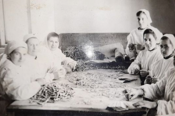 Як у давнину в Бережанах виготовляли цукерки – на фото показала місцева жителька