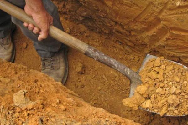 На Тернопільщині чоловік помер у власноруч викопаній могилі