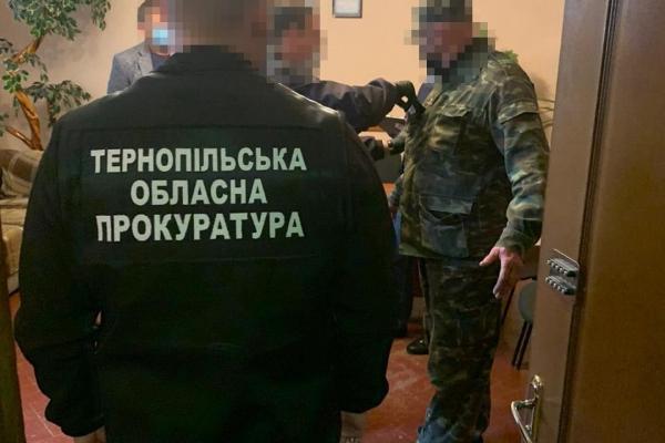 Хотів продавати наркотичні речовини ув'язненим: на Тернопільщині судитимуть охоронця