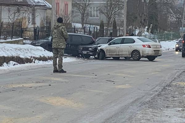 Поблизу Тернополя ДТП: не розминулися три автомобілі
