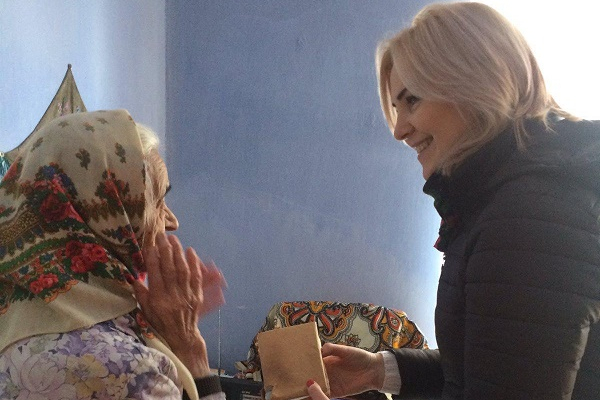 Волонтери проекту «Домашня опіка» Тернопільського «Карітасу» доглядають 60 самотніх людей