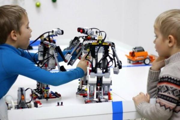 Тернопільська бібліотека набирає учасників на навчальний курс «Робототехніка»