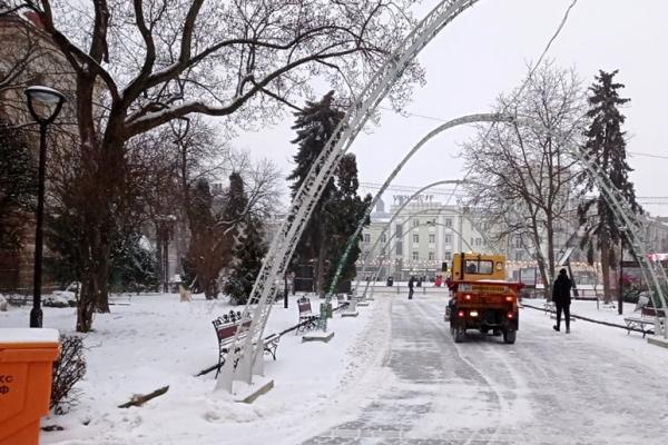Вулиці Тернополя очищали від снігу продовжу ночі