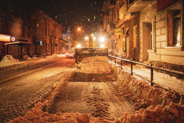 У Тернополі впродовж ночі очищали вулиці від снігу