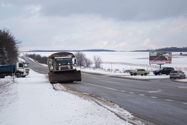 На Тернопільщині залучили аграріїв для очищення доріг від снігу
